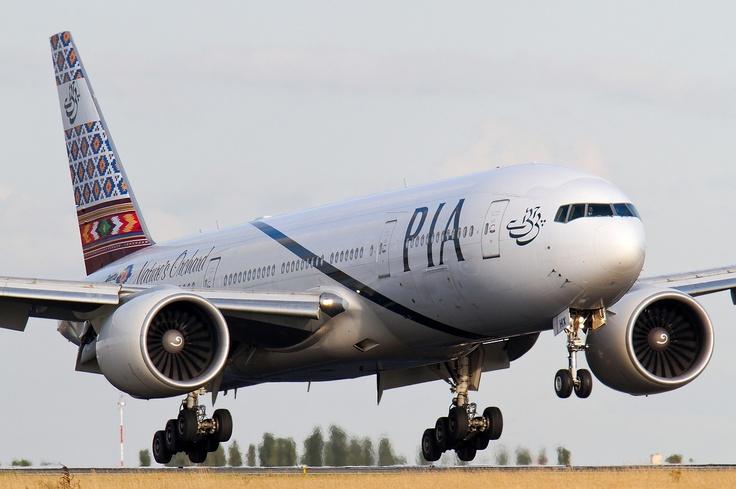 777 PIA (PAKISTAN) @ CDG.