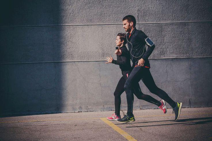 Richtig atmen beim Laufen! Die richtige Atemtechnik schützt dich nicht nur vor unangenehmen Seitenstechen, sondern verbessert auch deine Laufleistung.
