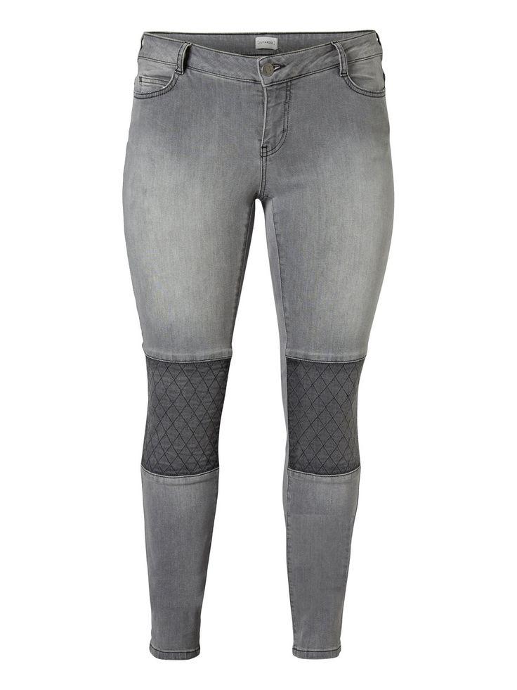 Slim fit plus size jeans from JUNAROSE #junarose #plussize #jeans #backtoreality