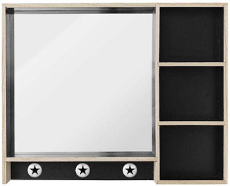 Bloomingville Spegel med hyllor är en snygg spegel med smart förvaring. På de tre hyllorna kan ditt barn till exempel förvara smycken eller smink. En perfekt inredningsdetalj för de barn som gillar utklädnad och smink!<br><br>Mått: B50, cm D7 cm, H40 cm.<br><br>Material: Trä (Paulownia).<br><br>Färg: Svart/Natur.