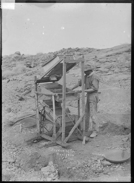 007735PD: Dryblowing tin, Moolyella, ca 1921 http://encore.slwa.wa.gov.au/iii/encore/record/C__Rb1960048?lang=eng