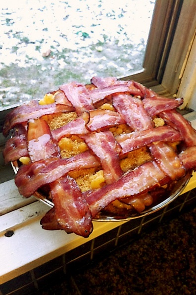 Man mac and cheese.  Its got a friggin bacon lattice! wow!  gonna do this for my bacon loving sweetie <3