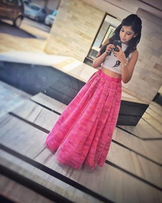 Niti Taylor @nititaylor Instagram profile - Pikore