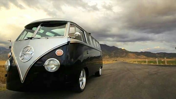 1962 Volkswagen Bus 23 window built by the Kindig-it Design Crew | Kindig-it Design Creations ...