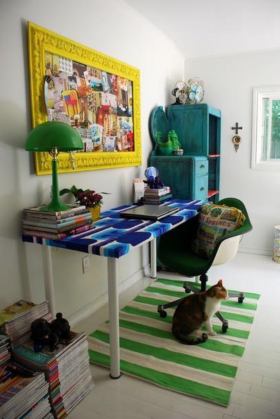 Оригинальное использование пробковой доски для заметок в домашнем офисе