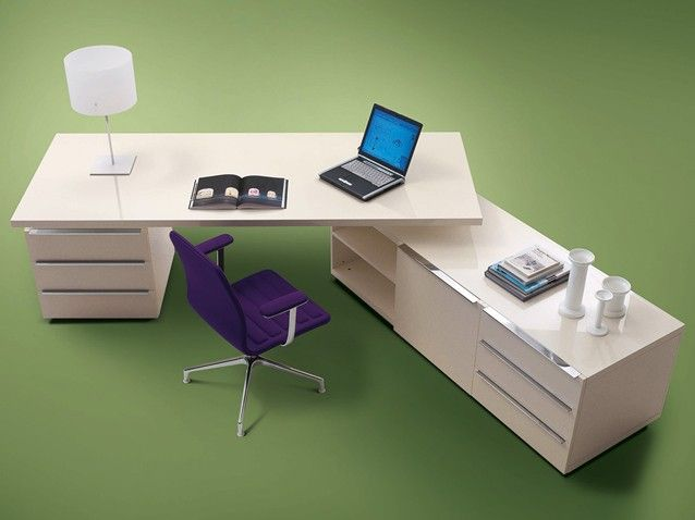 Senior is @cappellininext Fir honeycomb #desk, with top in two sizes and system of extension and chest of drawers.