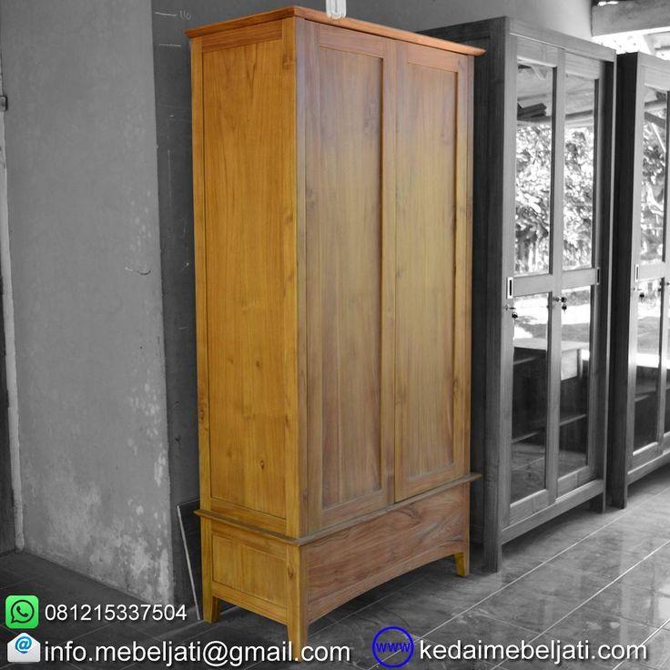 Lemari baju 2 pintu model minimalis.  Bahan : Kayu jati Finishing : natural warna kayu Ukuran : lebar 100 x depth 45 x tinggi 195 cm Harga : kontak kita atau tinggalkan komentar untuk harga yg up to date ya.  Kontak : Zulham efendi Hp/watsapp : 081215337504 Office : 02914298079 Email : info.mebeljati@gmail.com Homepage : kedaimebeljati.com  Tags : #LemariMinimalis #LemariBaju #AlmariPakaian #Almari2Pintu #LemariJati #MebelMinimalis #MebelJatiMinimalis #LemariPakaian #MebelJepara…