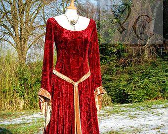 Medieval Gothic inspired Hooded Dress Custom par VendettaCouture