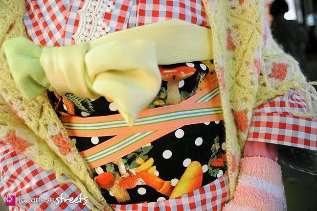 I love this obi—it makes the kimono look so creative and cheerful
