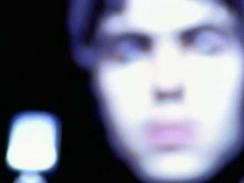 Music video by Oasis performing Live Forever. (c) 2005 Sony BMG Music Entertainment (UK) Limited