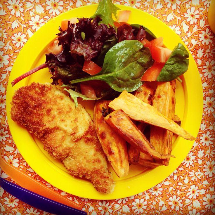 crispy chicken strips, sweet potato wedges & tomato salad