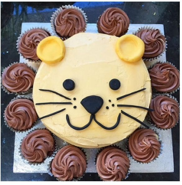 Lion Cake. Easily make a child's lion cake .. with a round layer cake and a dozen cupcakes.