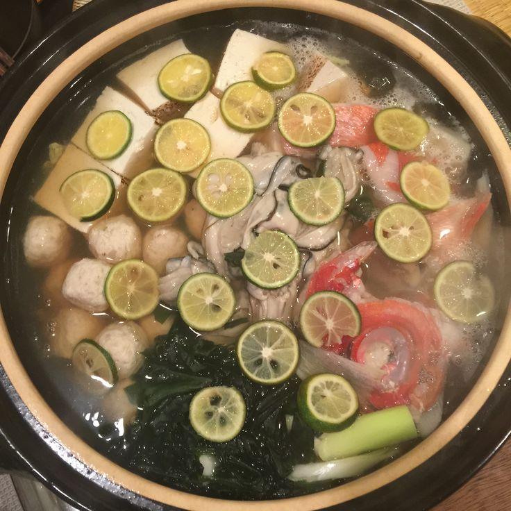金目鯛のかぶととあら、鳴門のわかめ、広島の牡蠣、などのすだち鍋。激ウマ(♡˙³˙)✧