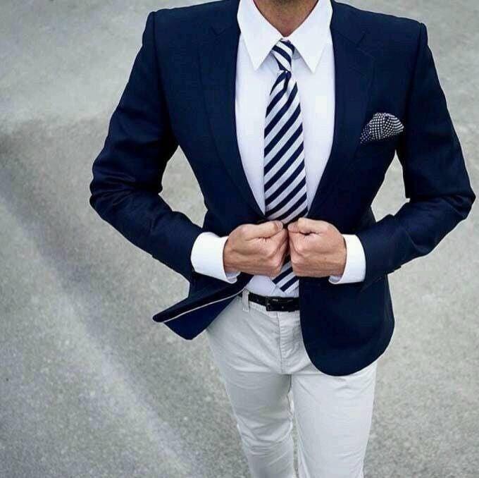 corbata rayas azul marino https://www.corbatasygemelos.es/corbatas-color/339-corbata-rayas-anchas-azul-blanco.html