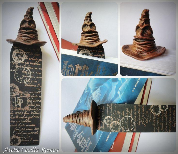 Marcador de Páginas Chapéu Seletor Harry Potter .Marcador feito em papel resistente, decoração feita em biscuit.