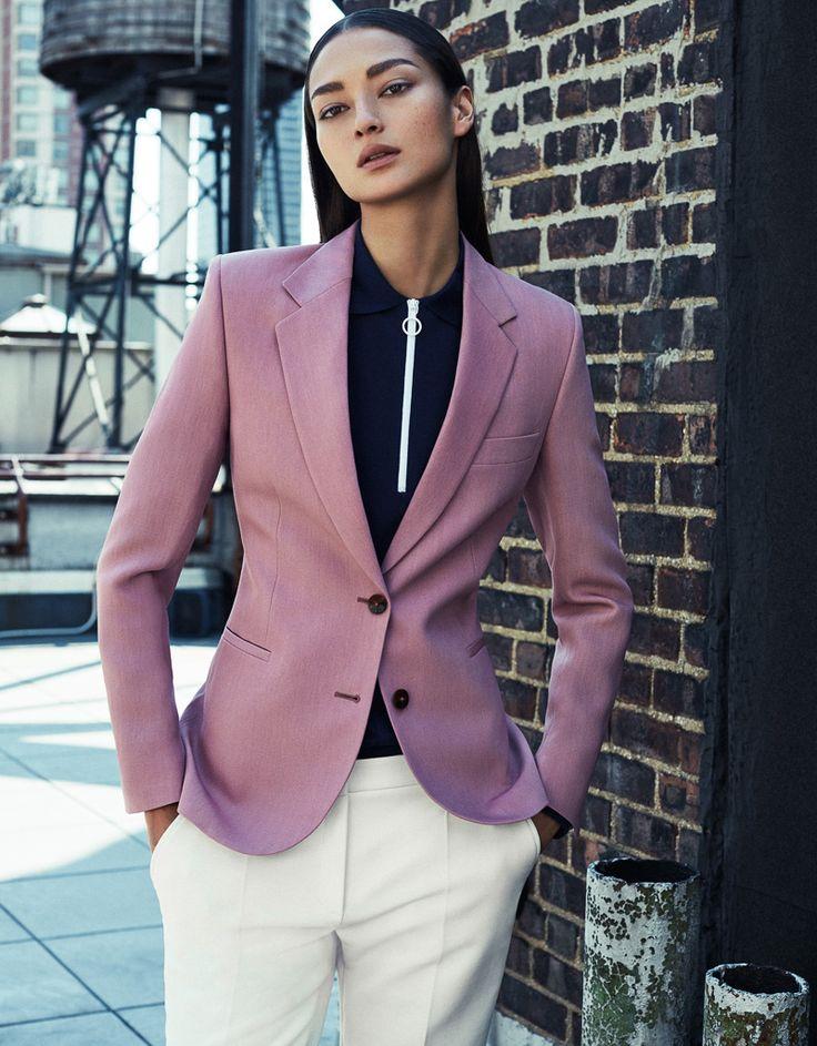 Kleurrijk en strak gemengd: laat in de foto's op je website je persoonlijkheid zien door je kleding