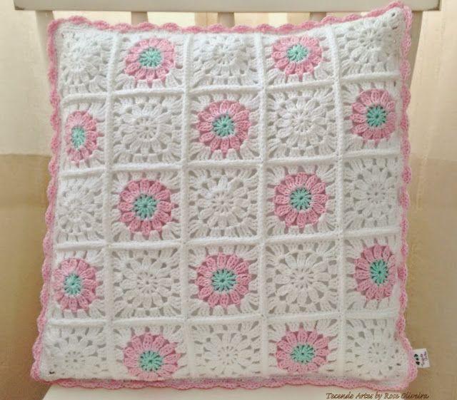 Tecendo Artes em Crochet: Capa para Almofada Candy Color Prontinha e Fofa!