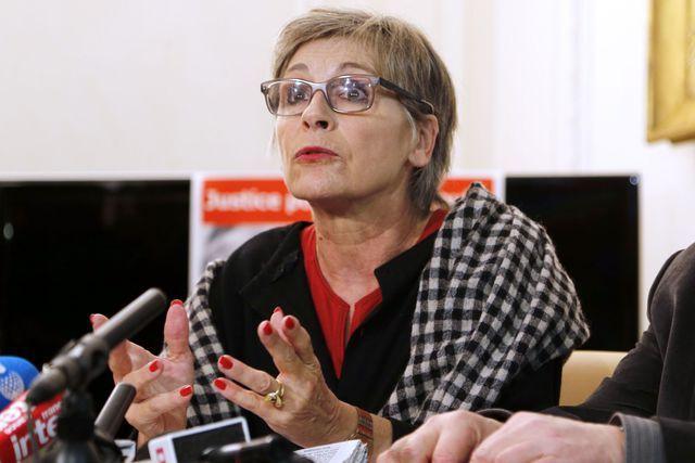 Fabienne Boulin-Burgeat, fille de l'ancien ministre Robert Boulin, s'adresse aux journalistes pendant une conférence de presse sur l'affaire Boulin, le 1er février 2013 à Paris