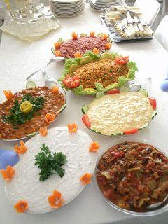 Es gibt soooo viele leckere türkische Vorspeisen. Heute fange ich mal mit einer der einfachsten an (lecker sind sie alle). Die (und a...