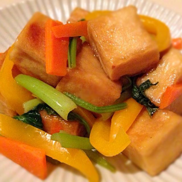 まちこちゃんが、高野豆腐を揚げたのでお肉の代用出来るよ、と教えて貰ったので、さっそく(人゚∀゚*)  高野豆腐がもっちんもっちんで美味しい〜(≧∇≦)  具は小松菜・パプリカ・人参にしました(o^^o) - 100件のもぐもぐ - まちまちこさんの料理 揚げ高野豆腐と野菜の中華炒め by yummin