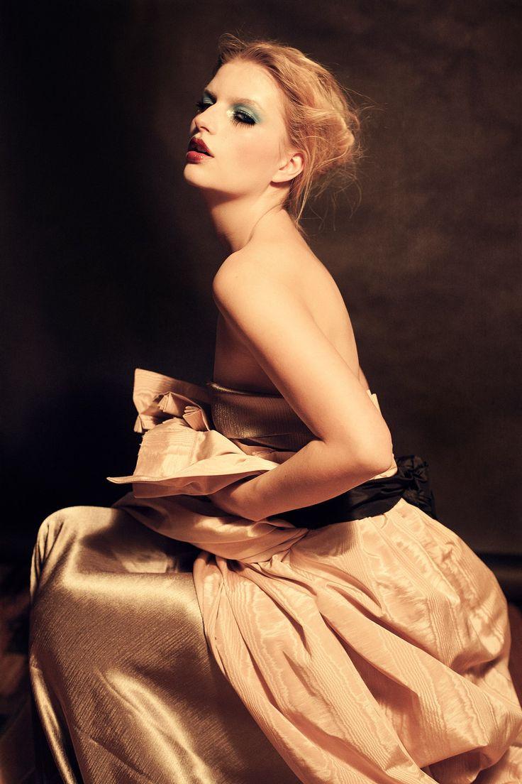 editorial photoshoot, seance photo mode, high fashion top model photo shoot  - Paris 1920 - Model Julia @ Scoop Agency   Makeup Marika D'auteuil   Photographe Dariane Sanche #DSsanchez