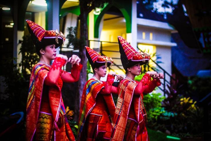 traditional dances batak karo