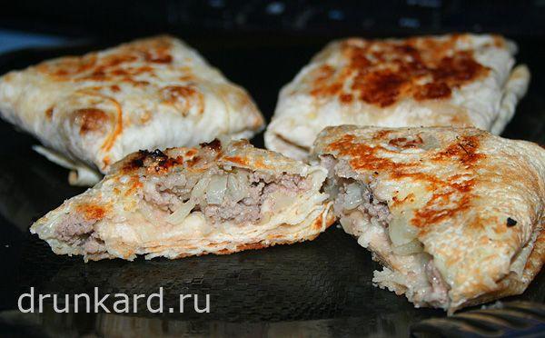 конвертики из лаваша с фаршем, капустой и сыром