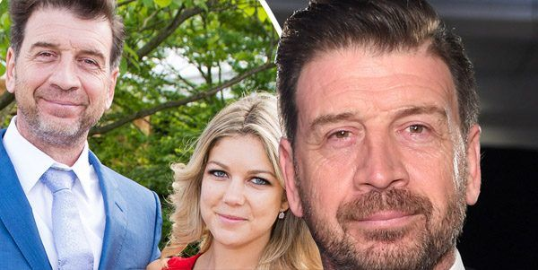 "Nick Knowles 'dating' new love 30 years his junior          DIY SOS presenter Nick Knowles, who is currently in the midst of a divorce with former wife Jessica Rose Moor, has apparently been seeing new flame Rebecca Kearns, 25, for three months.    A friend of the father-of-four told The Sun: ""Nick and Rebecca have been dating for about three months – and it's getting serious.    Attention!!! This is Just an Announce to view full post click on the ""Visit"" Button Above"