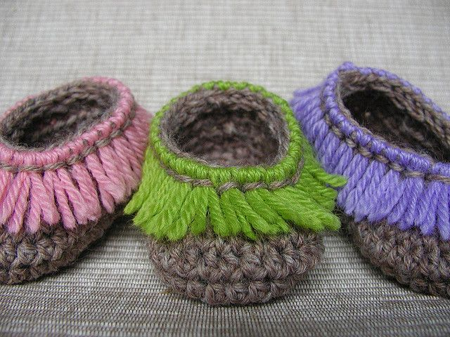 Erin- Crochet Baby Booties cute with turquoise and a few beads to look like indian moccasons, make them in a brown buckskin colored yarn. #Fashion #Baby #Kids