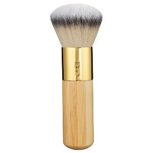 What it is: A makeup brush that allows you to achieve the soft finish of airbrushing. What it does:This foundation brush flawlessly blends and buffs makeup for a perfectly airbrushed effect.