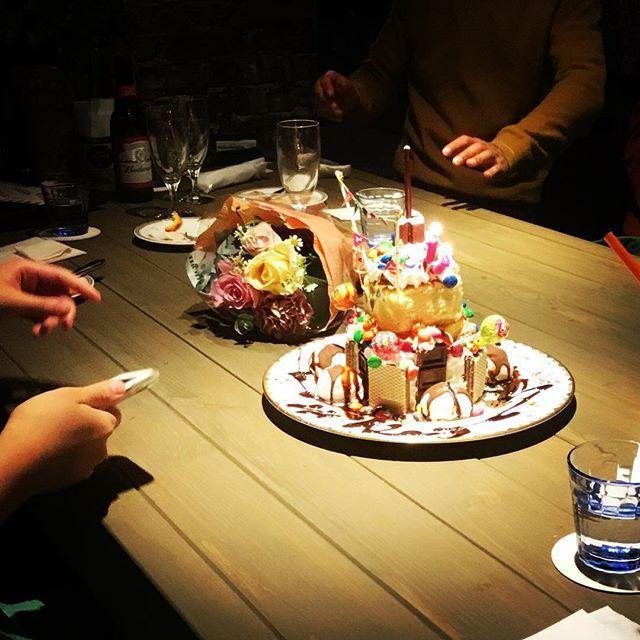 Mr.&Mrs.M様🎂🥂✨昨日はご来店ありがとうございました😊。そして、Hチャン😄素敵な歌声と演奏ありがとう💕心に響きました✨いつかウチでミニライブやってくださいね〜♪ $$cafe ダラダラカフェ☕️本日もゆったりと営業しております。お急ぎの方、時間無い方はご遠慮願います。時間に余裕がある時に是非ダラダラとゆっくりしていって下さ😊皆様のお越しを心よりお待ちしております♪ #高崎カフェ #カフェ巡り #高崎 #ランチ #高崎ランチ #おしゃれランチ #ママ友ランチ #ママ会 #アットホーム女子会 #のんびりカフェ #隠れ家的カフェ #ダラダラカフェ #高崎カフェバー #カクテル #お一人様歓迎 #女子会 #夜カフェ #バイカーズカフェ #ライダースカフェ #ベスパ #vespa #newyork #iloveny #newyorkmets #コーヒー好き #ニューヨーク好き #bronxmomentwag #cafebronxmomentwag