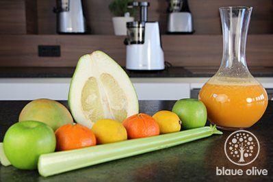 Zutaten:     1 Stück Pomelo  6 Stück Manderinen  2 Stück Zitronen  1/2 Bund Stangensellerie  4 Äpfel...