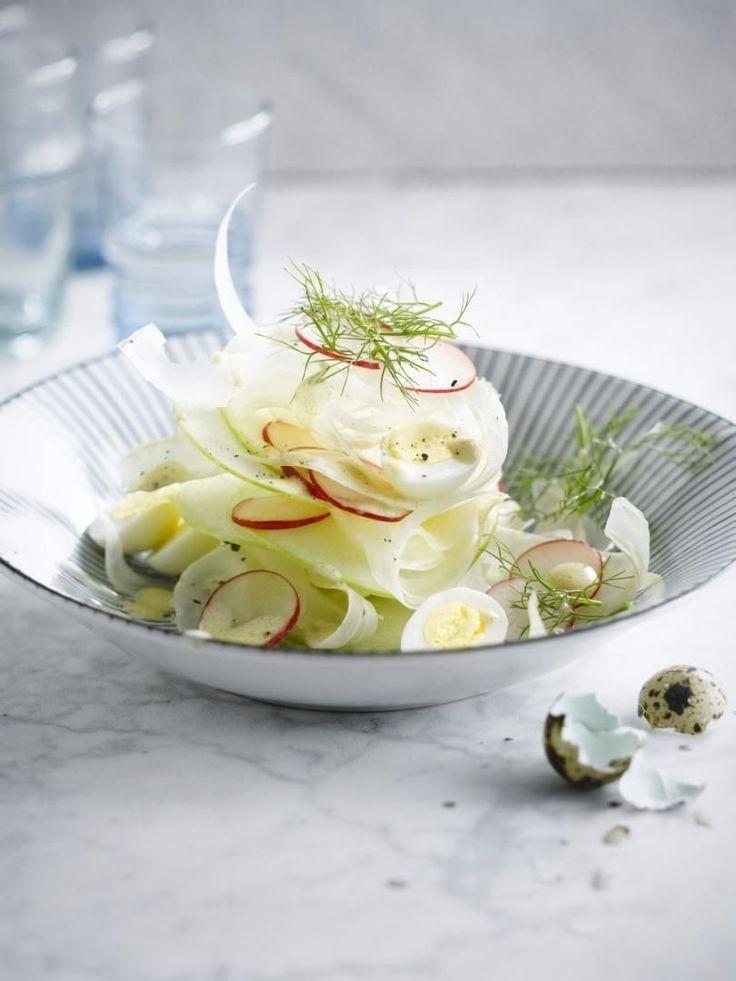 """Het lekkerste recept voor """"Venkel-appel-salade met kwarteleitjes"""" vind je bij njam! Ontdek nu meer dan duizenden smakelijke njam!-recepten voor alledaags kookplezier!"""