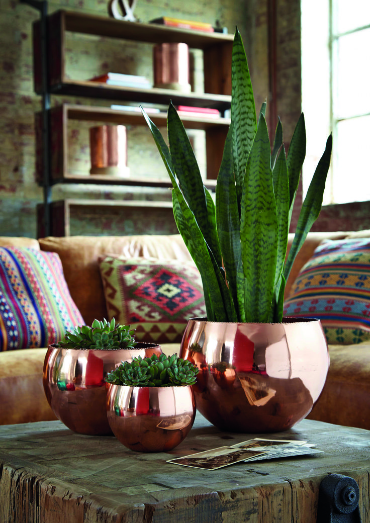 Our Set of 3 Copper Votive Bowls are the perfect accessory for a modern home.