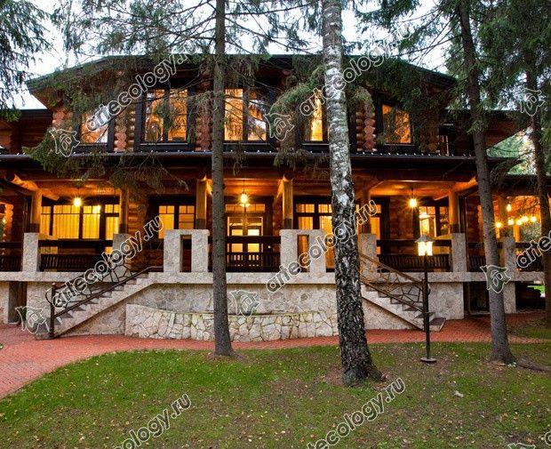 Реконструкция дома из лиственницы 2012 год. Главный вид.