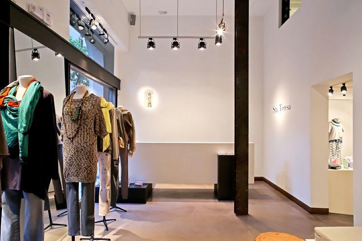 Sta. Teresa abre sus puertas en Barcelona, un espacio de moda femenina que ofrece las más selectas firmas internacionales de lujo.