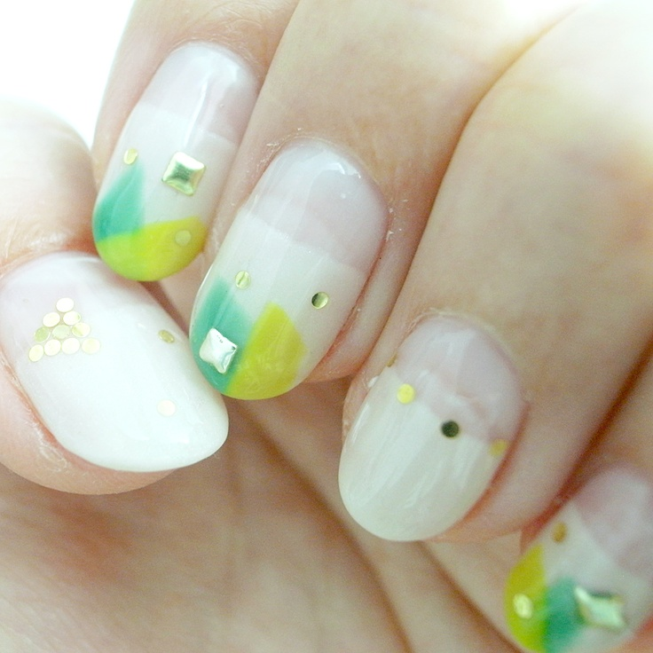 Pretty swirl nails