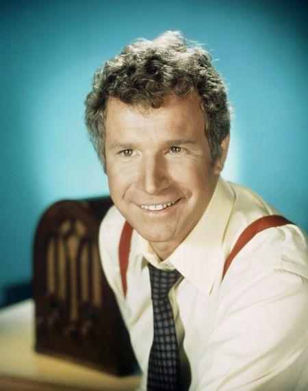 Wayne Rogers dies: MASH actor dead at 82
