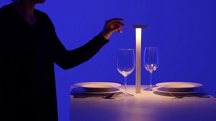 La luce giusta per il Natale. Disponibile presso gli SPAZIO ESPERIENZE DAVIDE GROPPI e nei migliori negozi d'illuminazione e arredamento.  http://www.davidegroppi.com/NEWS/site.php