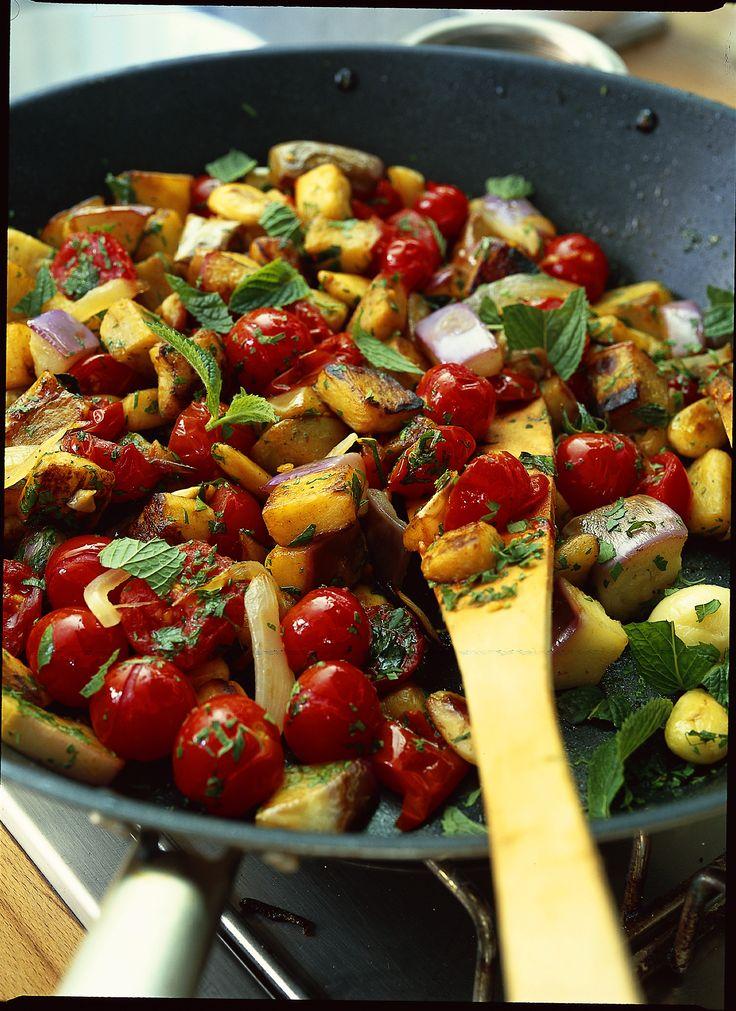 Melanzane in agrodolce : Scopri come preparare questa deliziosa ricetta. Facile, gustosa e adatta ad ogni occasione. Questo antipasto ha un tempo di preparazione di 50 minuti.