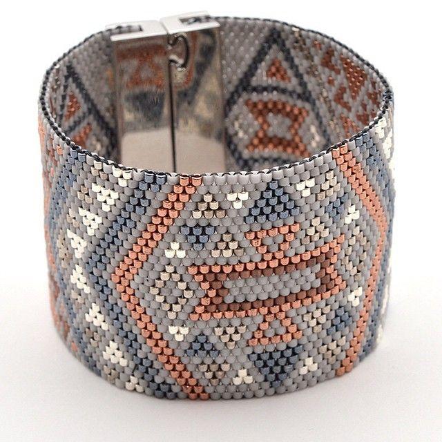 #manchette grise aujourd'hui! A retrouver sur le blog. #bracelet #artisticbracelet #handmade #cuff