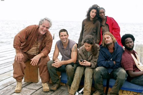 Tom Friendly, Jack Shephard, Kate Austen (she's almost reuning the picture having a stupid cellphone out lol), James Ford, Michael Dawson, Alex Rousseau, & Beatrice Klugh