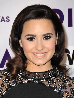 Copy Demi Lovato's Glamorous Old Hollywood Makeup