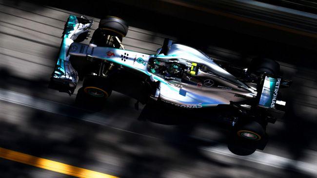 Rosberg protagonista al contempo positivo e negativo delle qualifiche di Monaco… Dopo aver fatto il tempo, il tedesco finisce lungo in una strana frenata ritardata che impedisce al compagno di squadra di fare il giro veloce e innesca la polemica… Dopo le Mercedes l'ottimo Ricciardo e la Red Bull gemella del campione Vettel, quindi le Ferrari. Ottime le Toro Rosso, sempre peggio le McLaren…