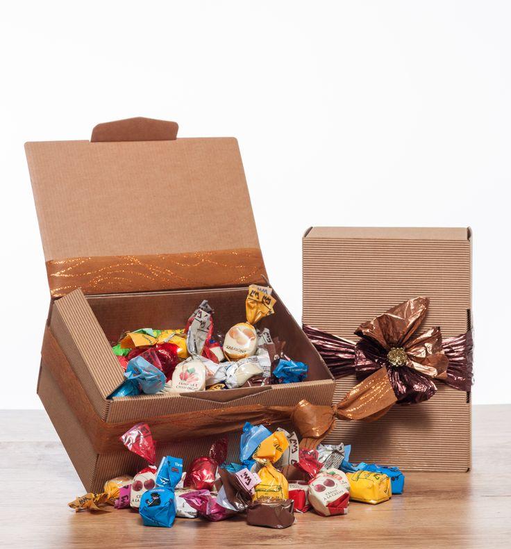 "Confezione regalo Mignon Cuneesi misti 1kg A box with 1 kg of ""cuneesi"" rhum chocolate"