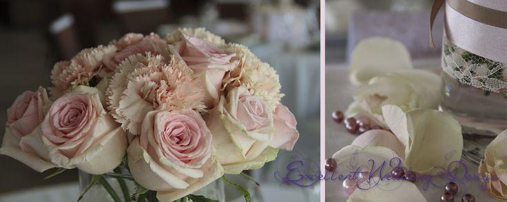 Rózsaszín esküvői dekoráció asztaldísz részlet