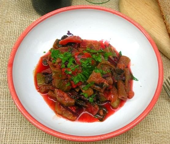 A flavoursome Turkish Cypriot dish of fried vegetables & tomato sauce. Best eaten with olive bread to soak up the juices, but also good with rice or pasta.