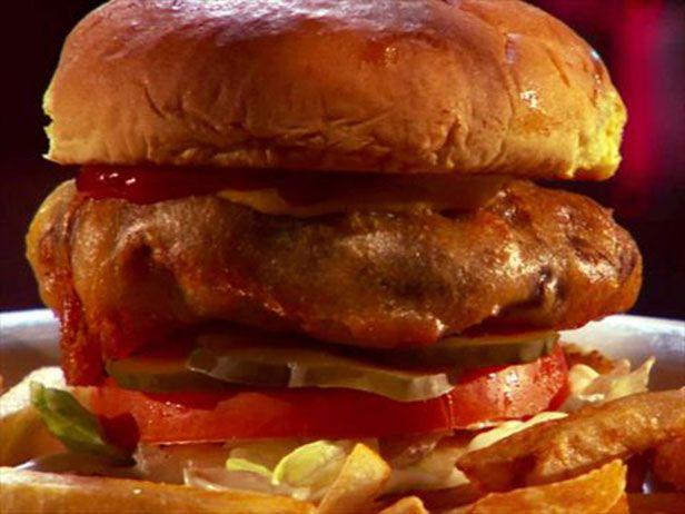 O hamburguer triplo D além de delicioso é fácil de fazer. Chef: Guy Fieri