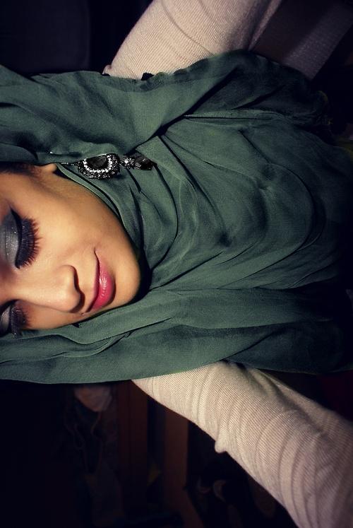 hijab ~heat turn the picture around! Lol still nice style ^.^d