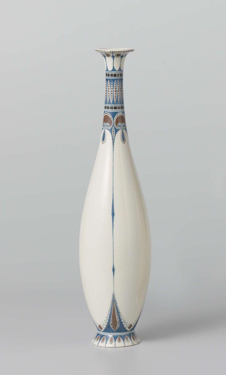 Vaas met decor van gestileerde palmetten, Tegel- en Fayencefabriek Amphora, Chris van der Hoef, c. 1910